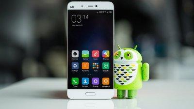 Блогер сломал Xiaomi Mi5 пополам голыми руками