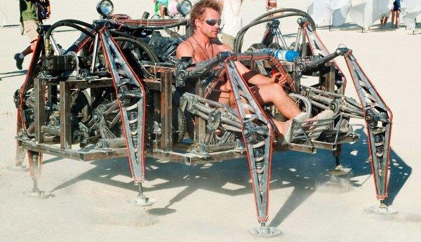 Роботов-пауков научат строить самолеты, автомобили и корабли