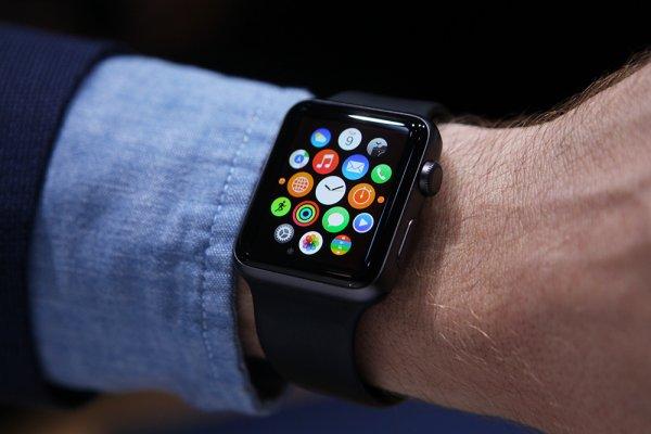 Объем продаж Apple Watch вдвое превысил дебютные продажи iPhone