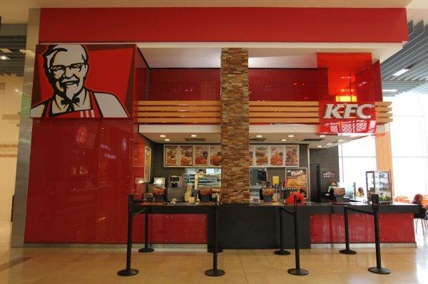 В британской сети ресторанов KFC в стакане с водой нашли следы фекалий