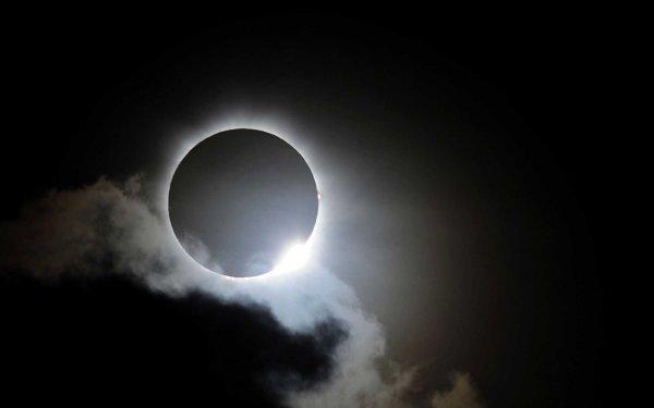 Сегодня жители Москвы наблюдали солнечное затмение