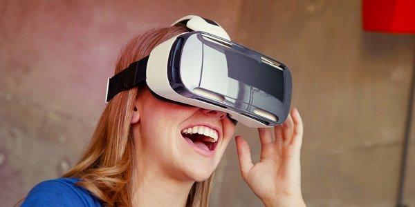Samsung работает над созданием конкурента шлемам Oculus Rift и HTC Vive