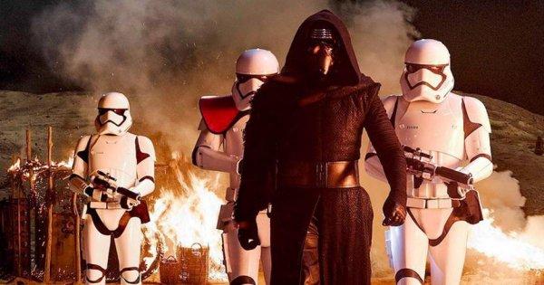 Режиссер восьмого эпизода «Звездных войн» опубликовал фото со съемок