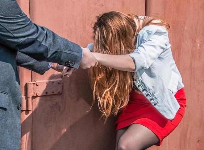 нападение и иносилование девушек