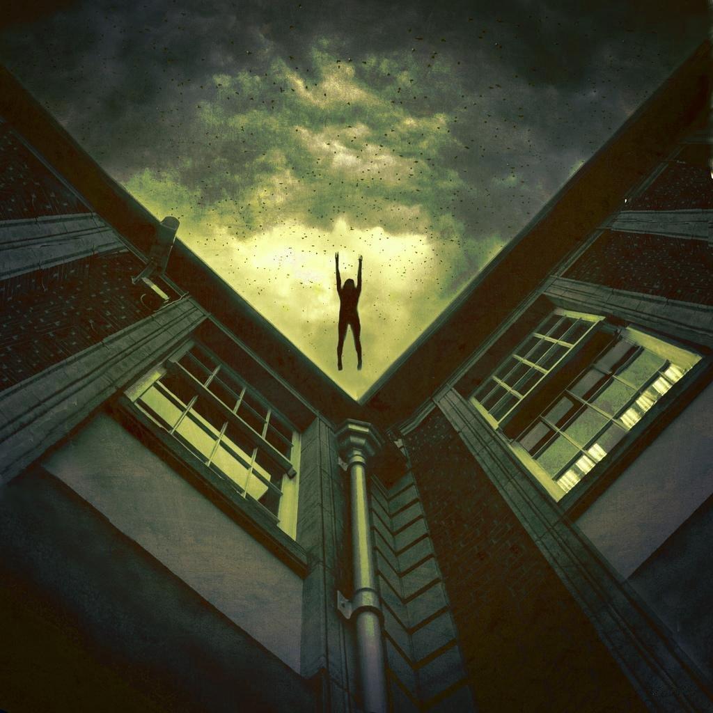 человек падает с крыши картинки человек