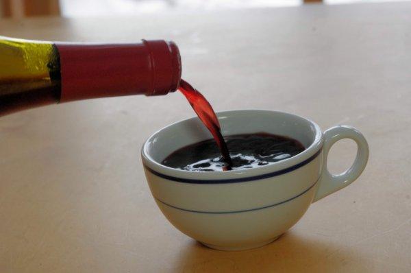 Учёные рассказали, как кофе и вино сказываются на пищеварительном тракте