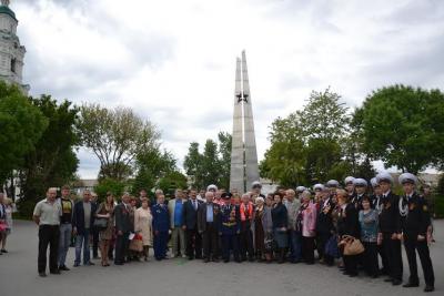 Новосибирские коммунисты возложили цветы к Монументу Славы