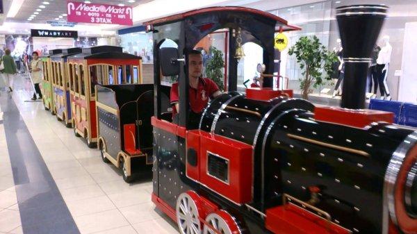 В ТЦ Екатеринбурга детский поезд наехал на годовалого ребенка