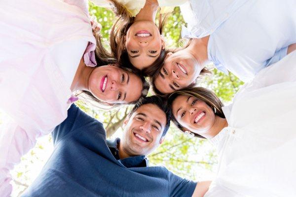 Ученые: Чувство социальной принадлежности делает людей счастливее