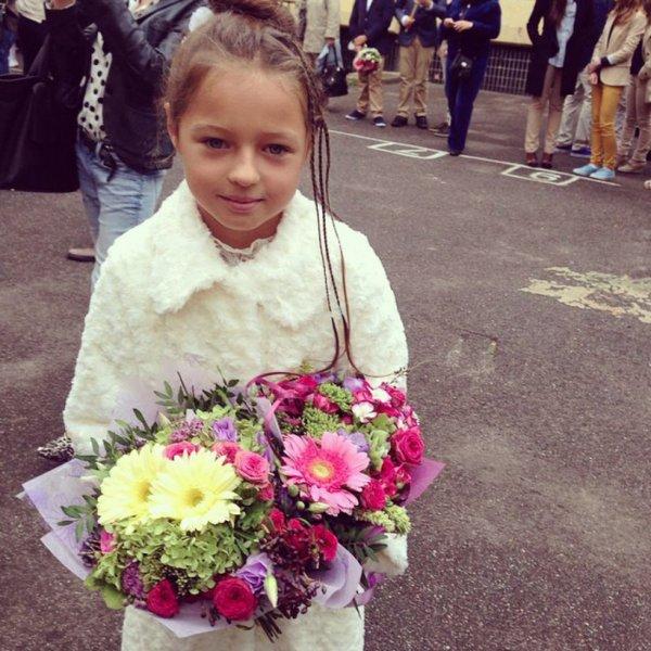 Волочкова обучила свою 10-летнюю дочь искусству мэйк-апа
