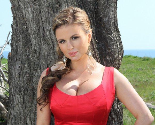 Фанаты уличили Анну Семенович в использовании фотошопа