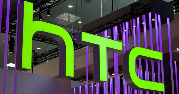 HTC снова отложил презентацию умных часов