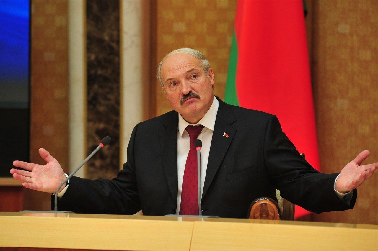 Руководитель МИД: Беларусь между 2-х огромных огней