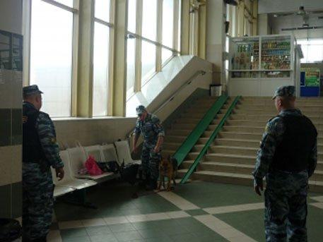 62fd64a21742 В Тюмени из-за подозрительной сумки эвакуировали железнодорожный вокзал :  Происшествия : ВладТайм