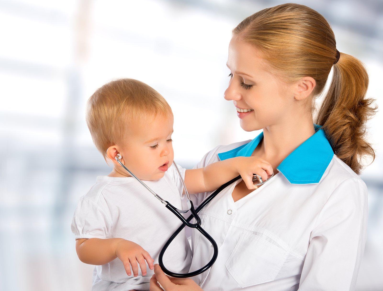 Фото медсестры с ребёнком