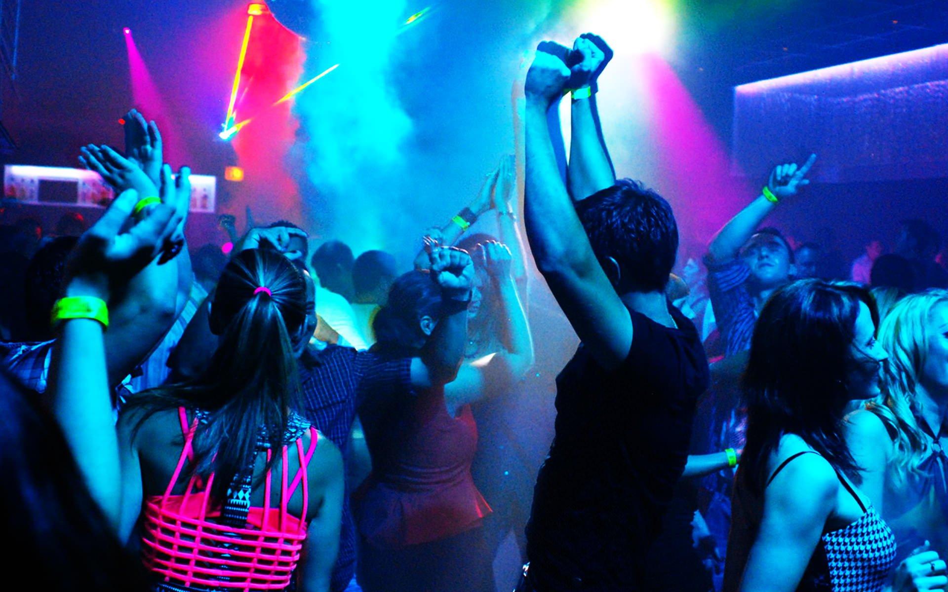 фото девушек в клубе ночном