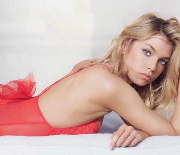 Журнал Maxim назвал самую сексуальную женщину 2016 года