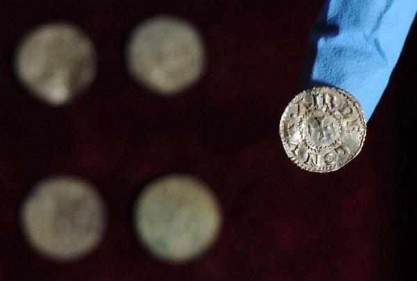 В Эстонии нашли монеты и украшения со времен эпохи викингов