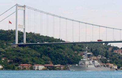 Пользователи делятся фотографиями эсминца США, вошедшего в Черное море