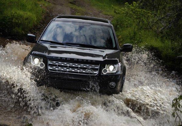 В Санкт-Петербурге на территории яхт-клуба затонул внедорожник Land Rover