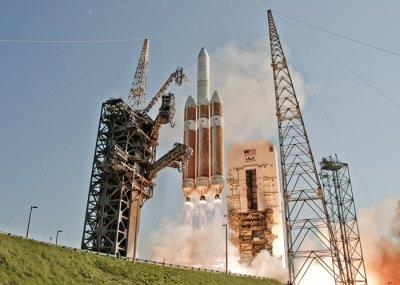 США запустили ракету Delta 4 с разведывательным спутником