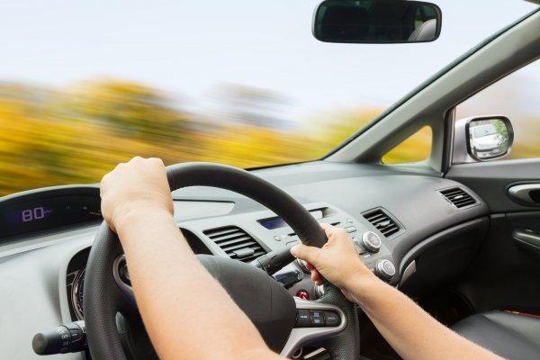 Ученые: Управление автомобилем негативно отражается на фигуре