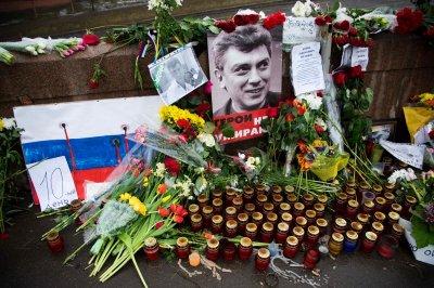 Возле мемориала памяти Бориса Немцова произошла потасовка
