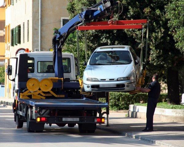 Совфед разрешил забирать автомобили со штрафстоянок до оплаты эвакуации