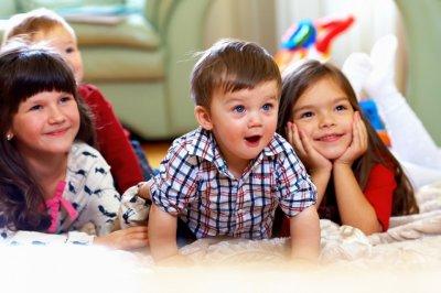 Ученые: Дети больше склонны доверять красивым людям