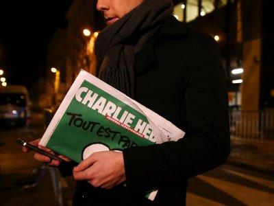 Charlie Hebdo разместил в сети карикатуру на российских футбольных фанов