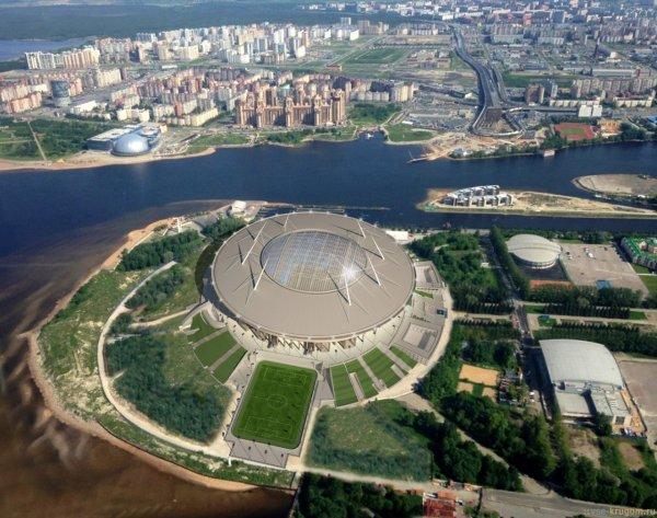 В Санкт-Петербурге сильный ветер повредил крышу строящегося к ЧМ стадиона