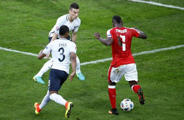 Порванные футболки сборной Швейцарии Puma объяснила браком