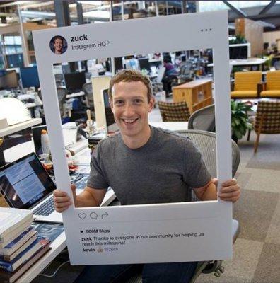 Основатель Facebook Цукерберг заклеил скотчем веб-камеру своего ПК