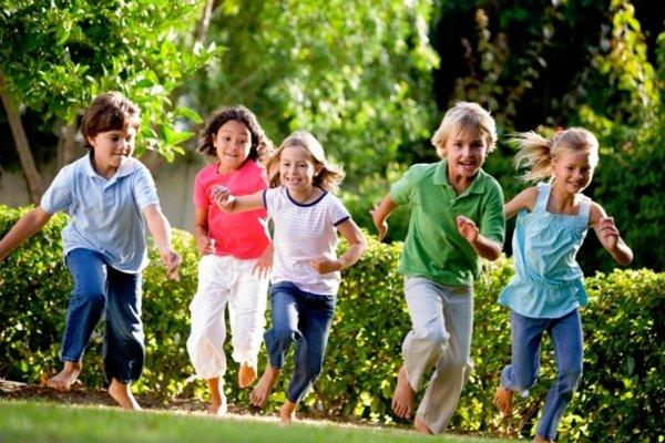 Ученые: Игры на воздухе позволяют снизить риск ожирения у детей