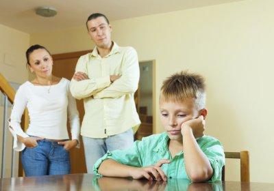Ученые: Навязчивость родителей ослабляет здоровье детей
