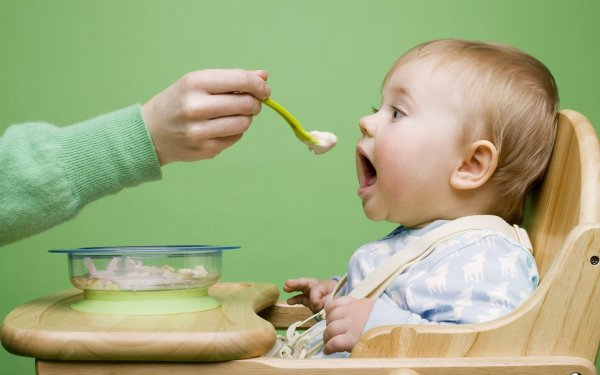 Ученые пересмотрели рекомендации по кормлению детей первого года жизни