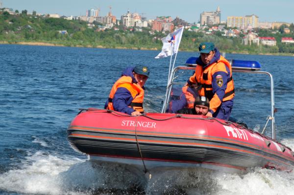Сотрудники МЧС спасли тонувшего на Москве-реке мужчину