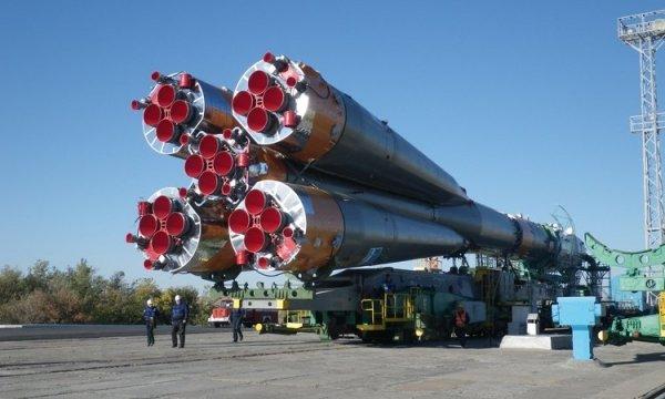 Ракету-носитель «Союз-ФГ» установили на центральную площадку Байконур