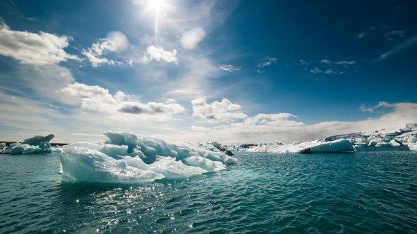 Ученые: В июне таяние льдов в Арктике достигло рекордно высокой скорости