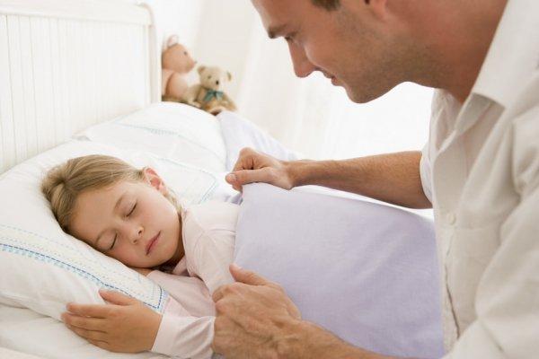 Если детей ложить раньше спать, то это может снизить риск ожирения