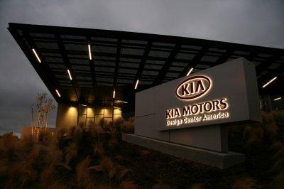Бесплатную поддержку Android Auto и CarPlay получат автомобили Kia