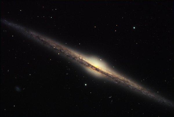 NASA открыло новую карликовую галактику LEDA677373