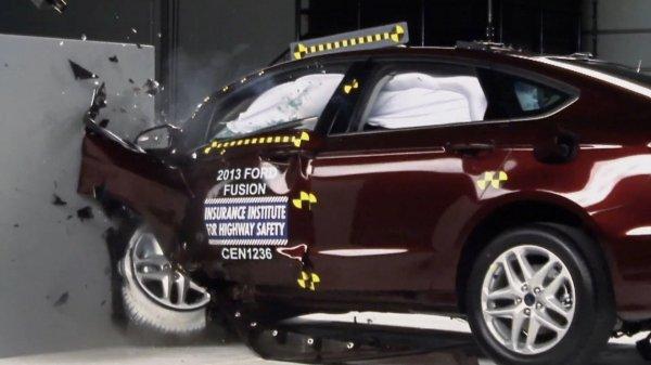Сотрудники IIHS провели краш-тесты автомобилей Ford в США