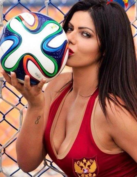 Бразильская «Мисс Бум-Бум» снялась обнаженной для номера Playboy к старту ОИ-2016