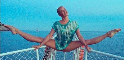 Анастасия Волочкова порадовала фанатов очередным фото на шпагате