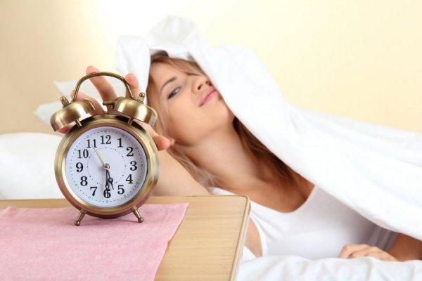 Ученые установили летнюю нехватку времени для сна