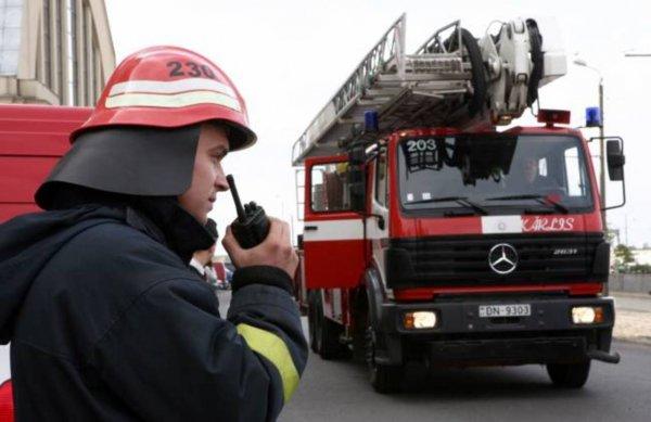 В Петербурге спасатели помешали ребёнку выпасть из окна 6 этажа