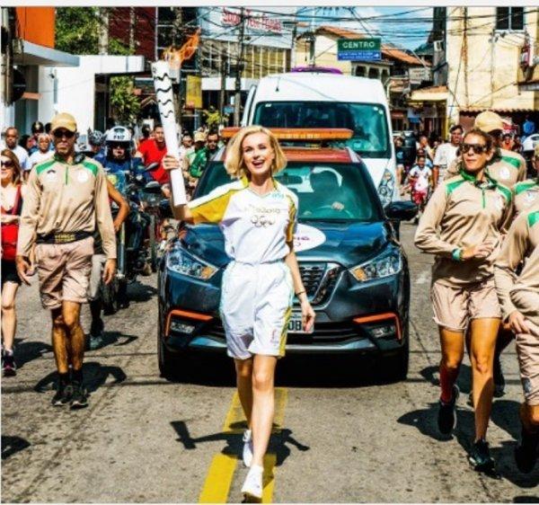 Дима Билан и Полина Гагарина пронесли олимпийский огонь в Рио. Опубликованы фото