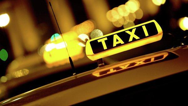 Таксист избил петерубрженку, ребёнка которой стошнило в салоне
