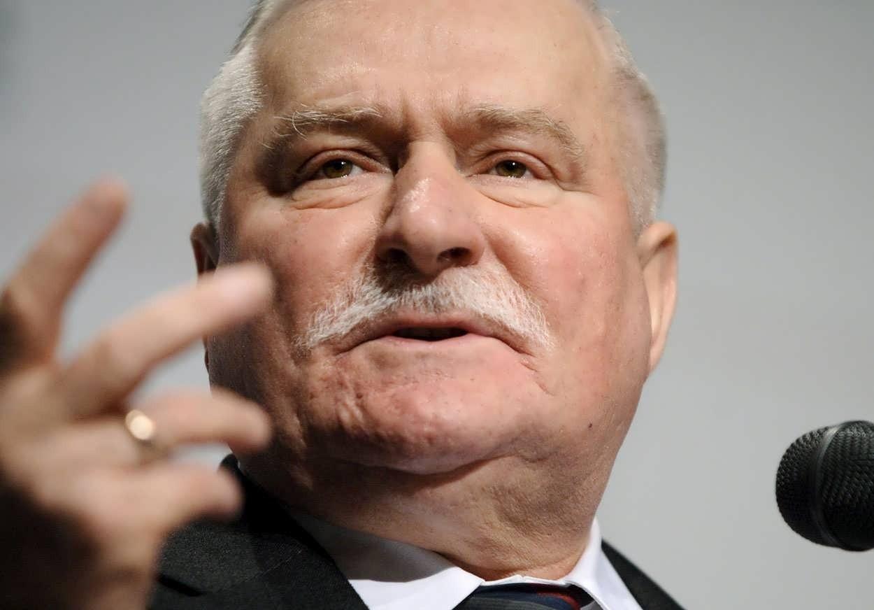 Валенса заявил об угрозе гражданской войны в Польше